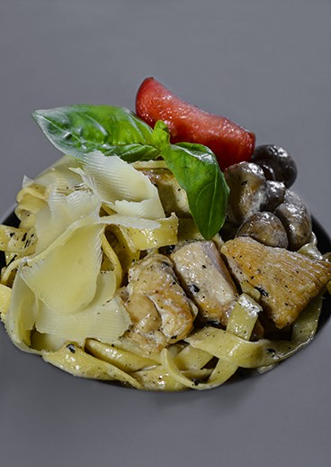 Fettuccine with mushrooms and chicken - big photo