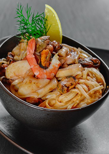 Rice noodles with seafood - photo