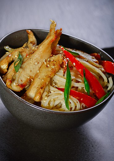 Rice noodles with chicken - big photo